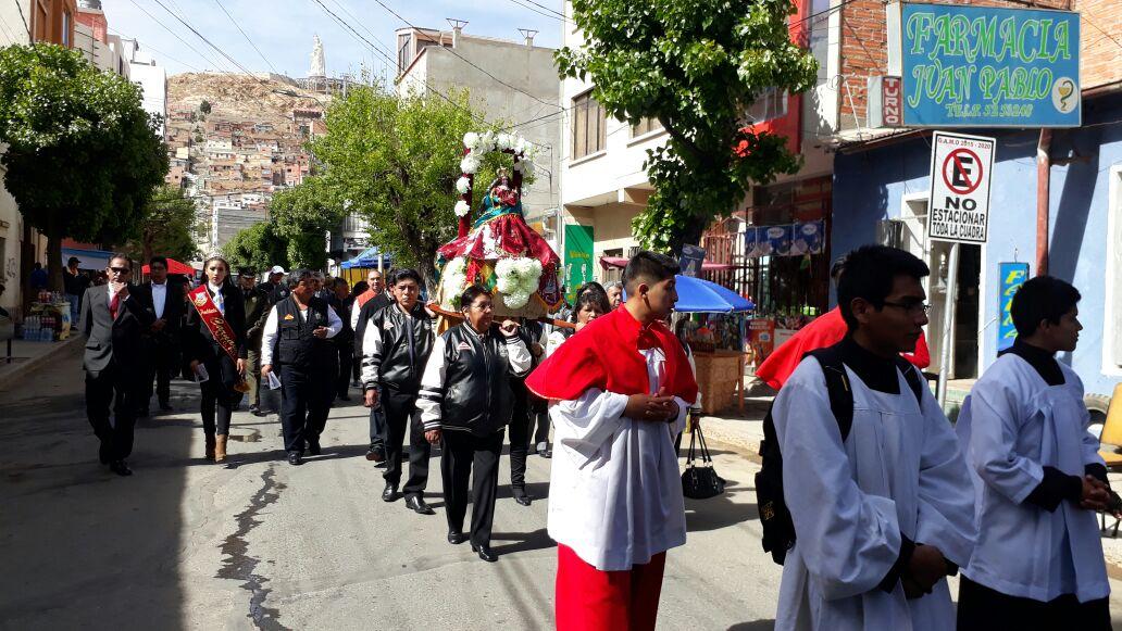Autoridades acompañaron procesión de la Virgen del Socavón