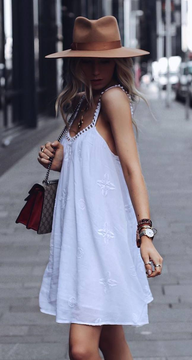 how to style a white dress : bag + brown slides + hat