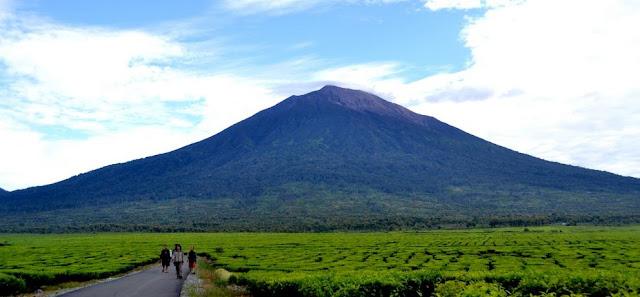 5 Gunung Dengan Jalur Tersulit Di Indonesia