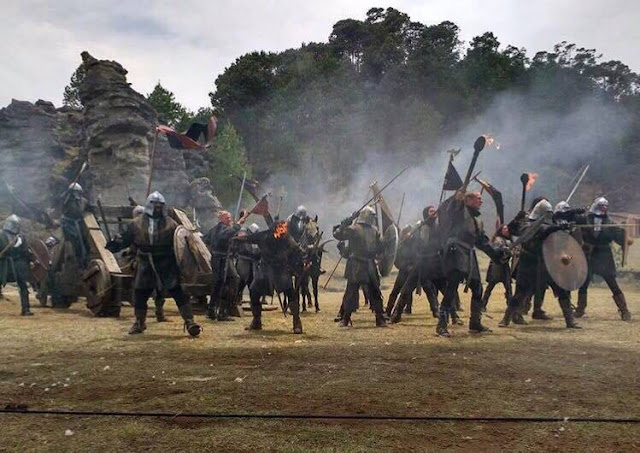 ¿Caballeros, antorchas, catapultas y caballos en Piedras Encimadas?