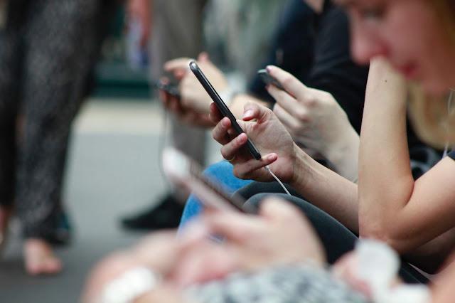 Sisi Gelap Aplikasi MiChat (18+)