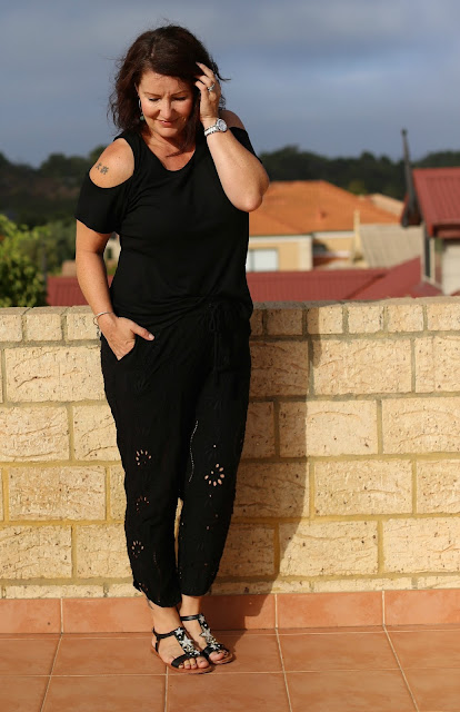 the fashionable mum_black in summer_vicki
