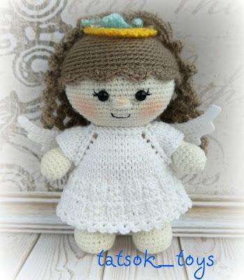 Вязаная кукла в костюме ангела