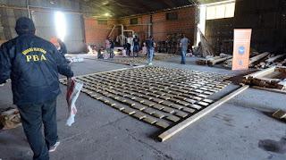 La Policía secuestró media tonelada de marihuana y detuvo a once personas que transportaban droga desde Paraguay.