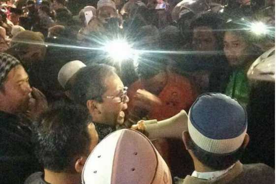 Nah Kan! Tak Berizin, Aksi Bakar Lilin untuk Ahok di Makassar Dibubarkan Paksa