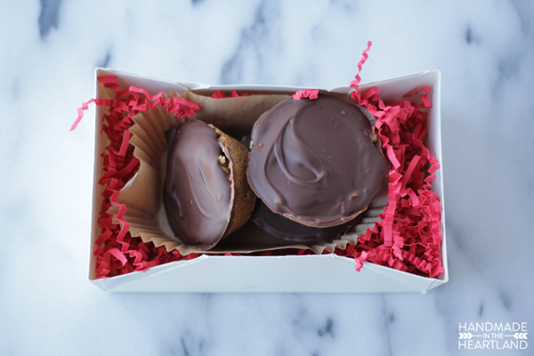 This recipe for graham cracker peanut butter cups is the perfect gift.
