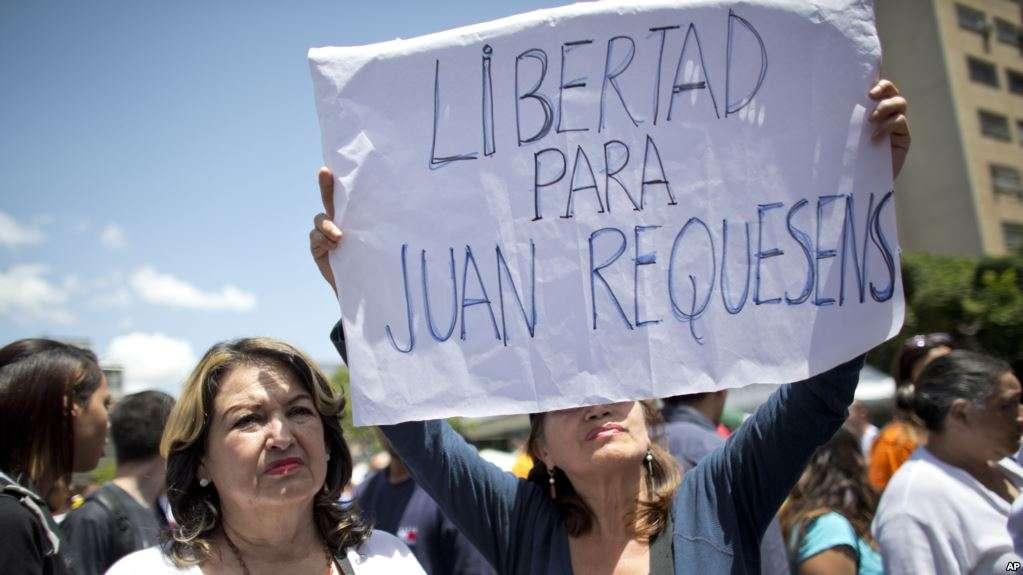 El diputado Juan Requesens y otras 14 personas fueron detenidas por fuerzas de Maduro / AP