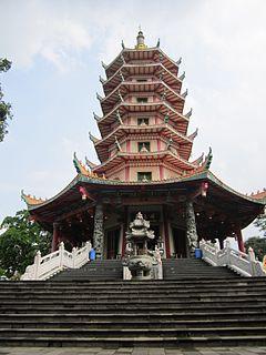 Destinasi Wisata Menarik di Kota Semarang - Pagoda Buddhagaya Watugong