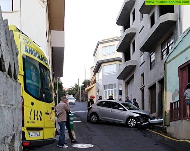 Una mujer se empotró ayer con su coche contra una vivienda en San Andrés y Sauces