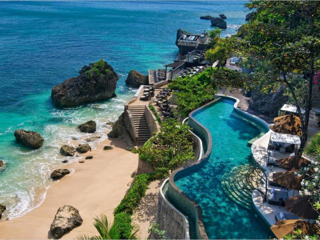 9 Resort Mewah dengan Pemandangan Laut Lepas di Bali