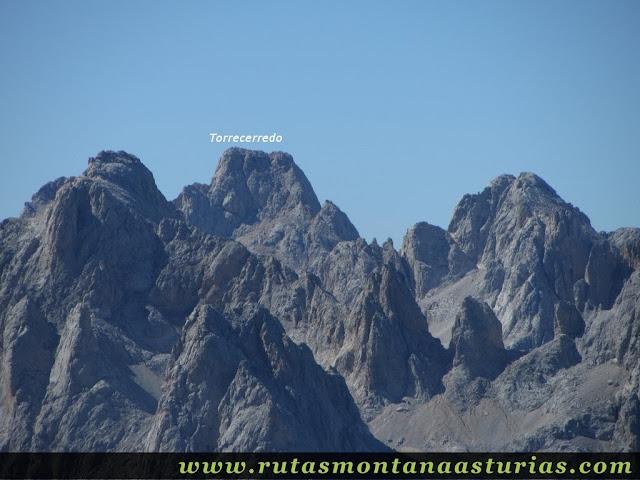 Ruta Canal Grajas y Covarones Cortes: Vista del Torrecerredo desde el Cortés