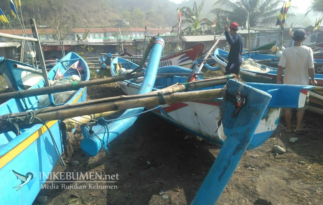 Dihantam Ombak Besar, Belasan Perahu Nelayan TPI Pasir Rusak