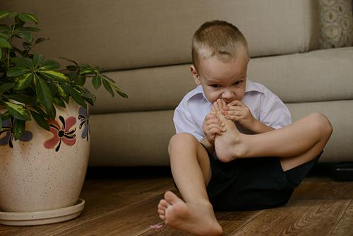 قضم الاظافر عند الاطفال