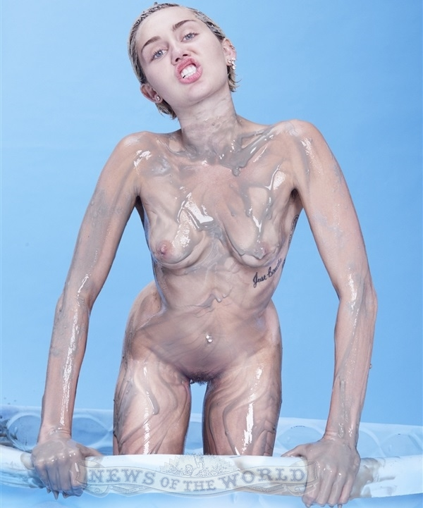 Awww Miley Cyrus totalmente nua em foto - News Of The World