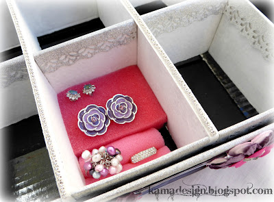 Organizing box for jewelry made from cardboard