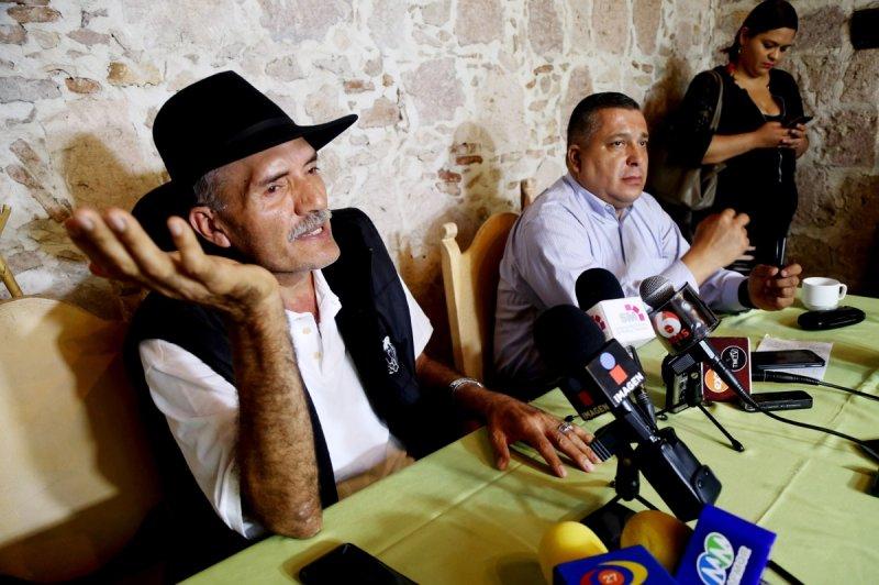 """Mireles exige que EPN sea juzgado, """"sería un fracaso para el pais que se vaya limpio""""."""