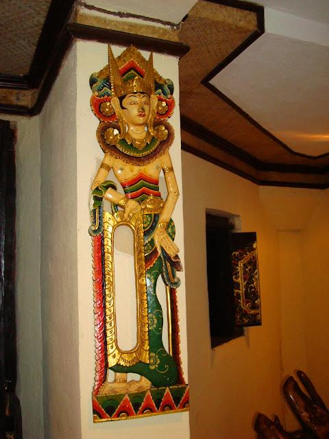 Изображение настенного украшения в одном из отелей