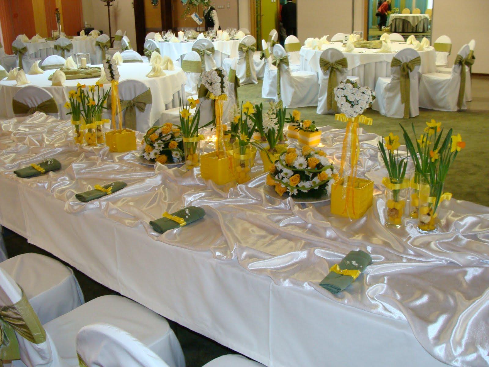 Śluby w kwiaciarni Czerwone Korale: Dekoracja stołu w kolorze żółtym. Hotel Europa. Starachowice.