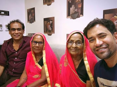 Dinesh Lal Yadav With His Mother, aunt and Chachere Brother.