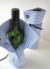 http://1000manualidades.com/envolver-regalos-una-botella-de-vino/