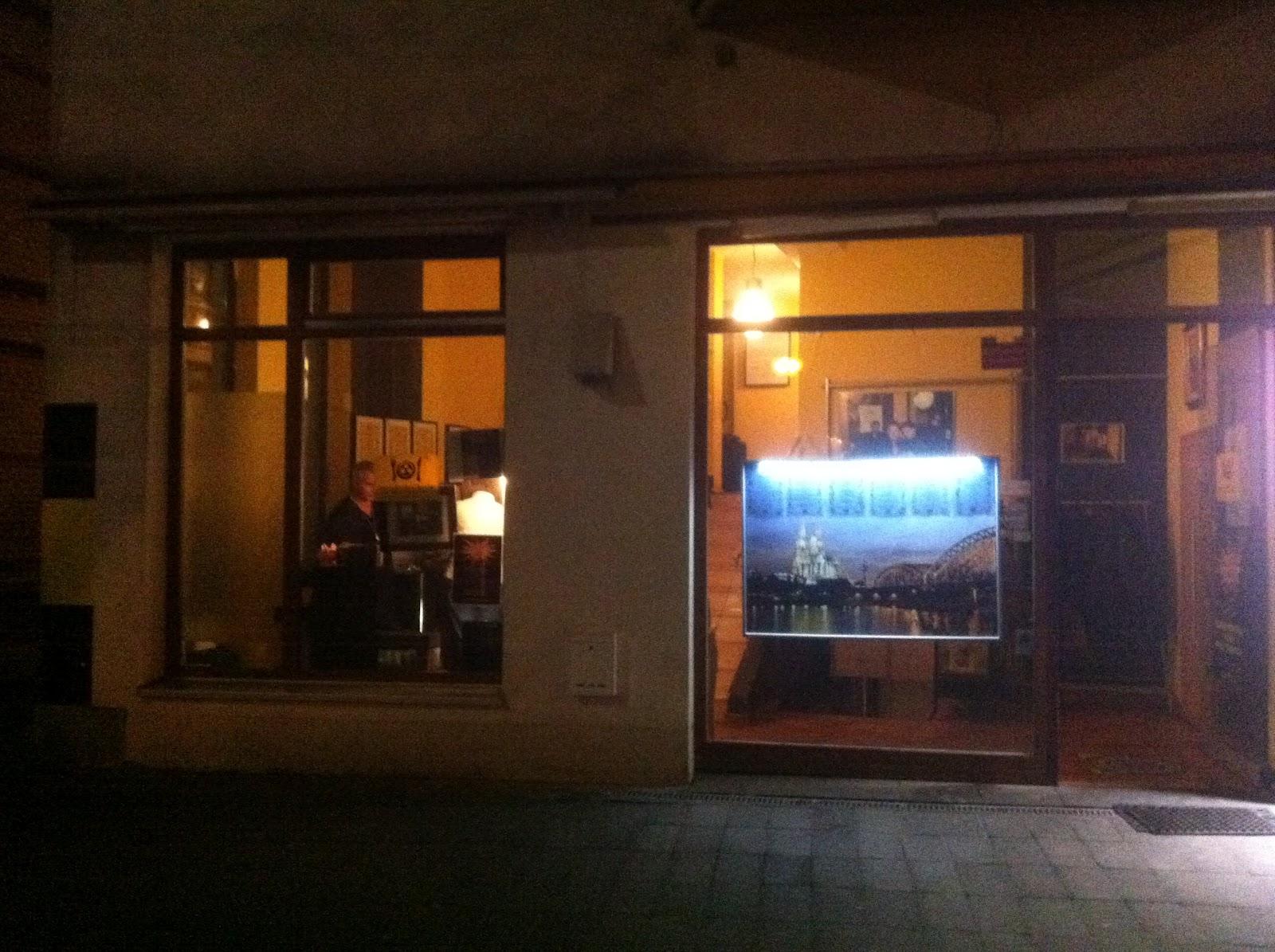 Überall & Nirgendwo: Ein Besuch im Dunkelrestaurant ...