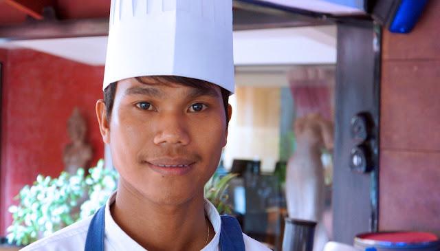 Van Raksmey, 23 ans, cuisinier, originaire de Phnom Penh, travaille au Malis depuis un an