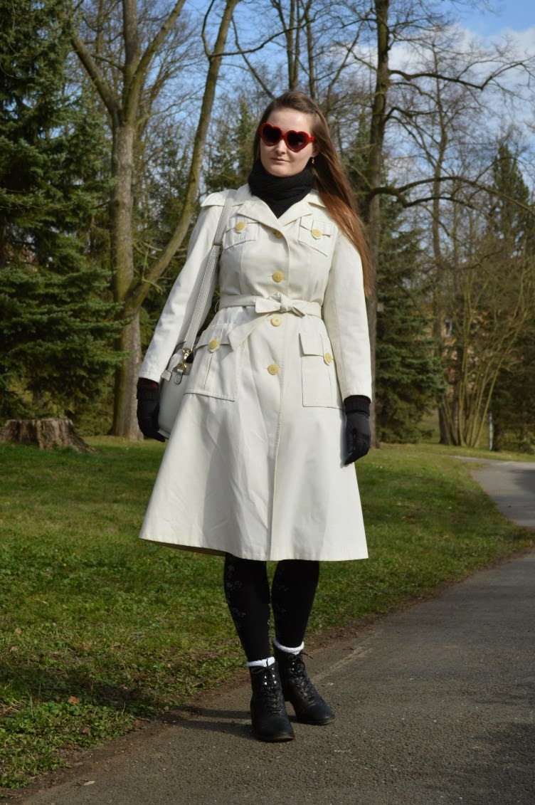 georgiana, quaintrelle, quaint, fashion, blogger, outfit, ootd, coat, white, vintage, retro, boots, deichmann, lydc, bag, black, heart shaped glasses