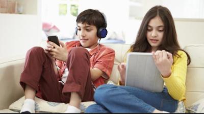 Bahaya Layar Smartphone atau Laptop Bagi Mata Anak