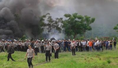 Ribuan Warga Serbu PT Supreme Lampung Selatan