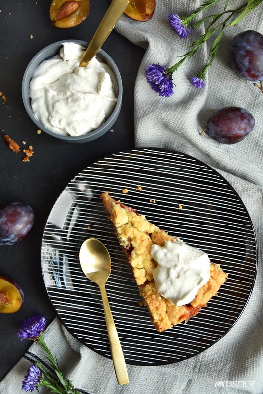 Saftiger Zwetschgenkuchen mit Marzipan