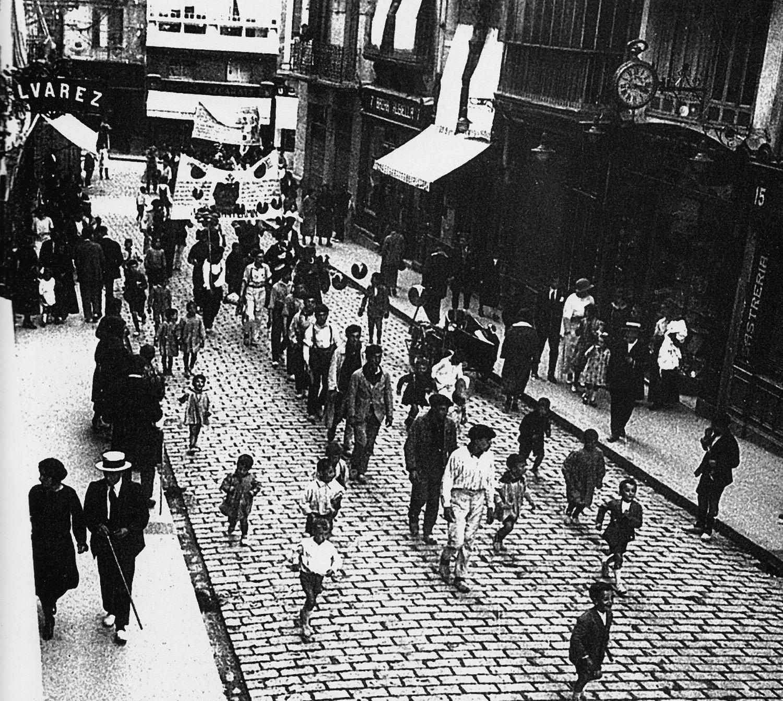 fa7c5a18b Comercios del Viejo Pamplona  La calle Chapitela  1908-1958 ...