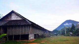 Rumah Betang Masyarakat Dayak Kalimantan Barat