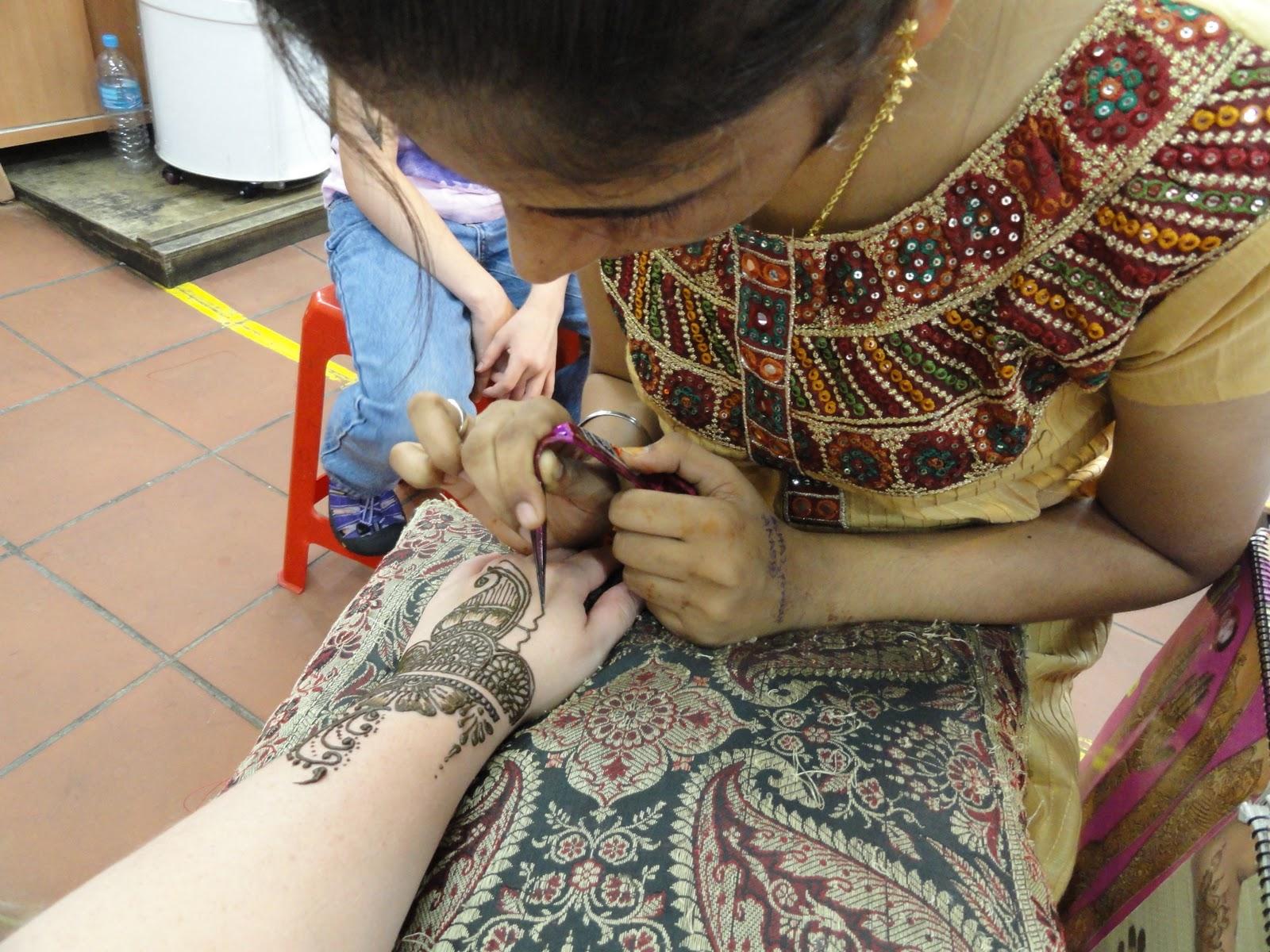 Henna Tattoo In Little India Singapore: Mehndi Designs 2012: Henna Tattoos
