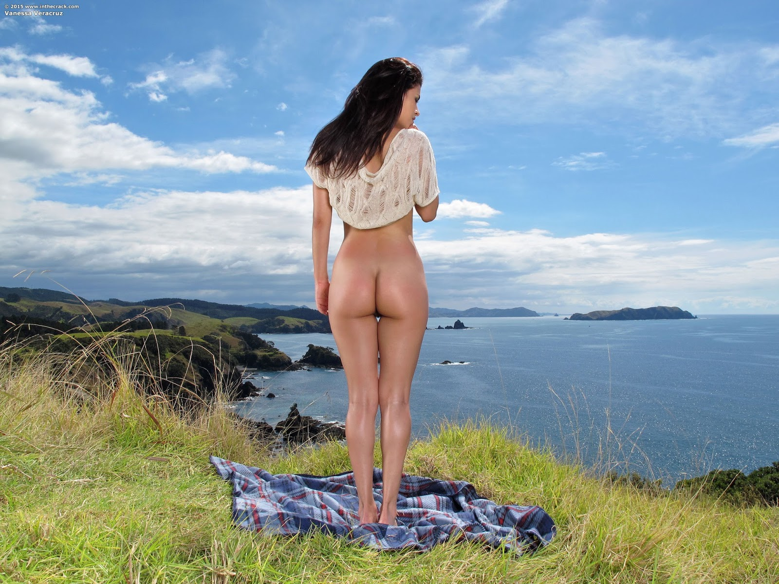 butt-naked-outdoors