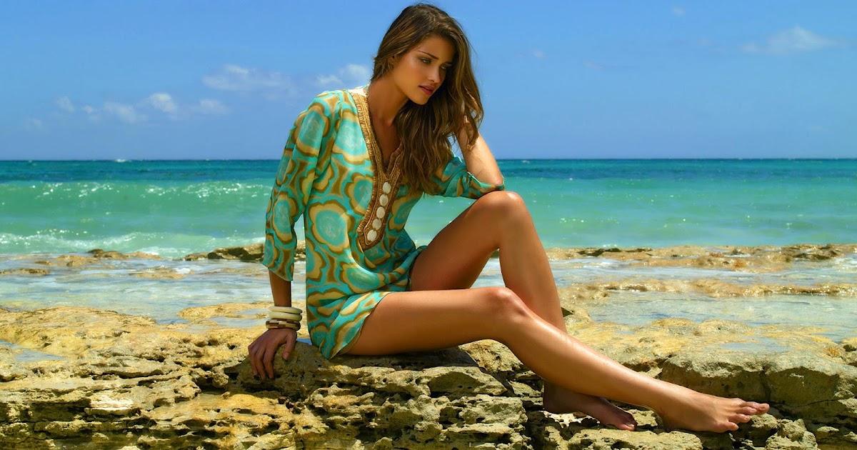 Mooie sexy meid op het strand  Mooie Leuke Achtergronden