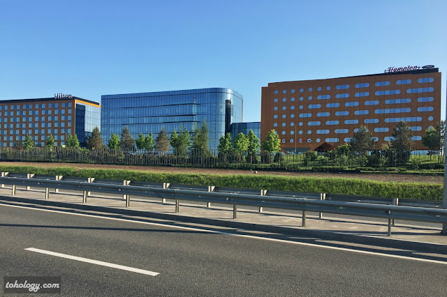 Hampton by Hilton и Hilton Saint Petersburg ExpoForum