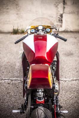 Triumph Legend TT 900 Cafe Racer Seat