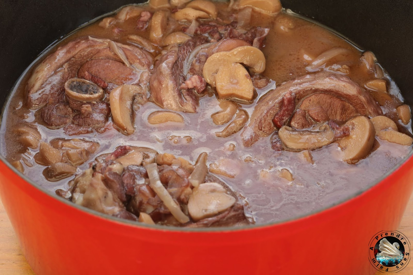 Cocotte de sauté de dinde aux champignons à la bourguignonne