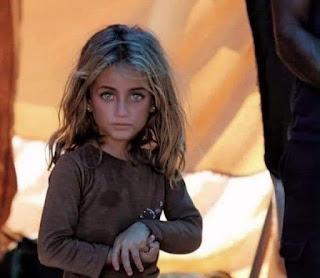 تعرف على القصة الكاملة لصورة سندريلا المخيمات والحروب السورية