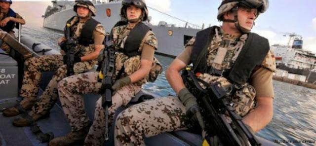 قصة للعبرة| قائد القوات البحريه فـي ألمانيا يقول لشاب مسلم..أنا أعظم من رسولك فكان رد الشاب أكثر من رائع اقرأ القصة
