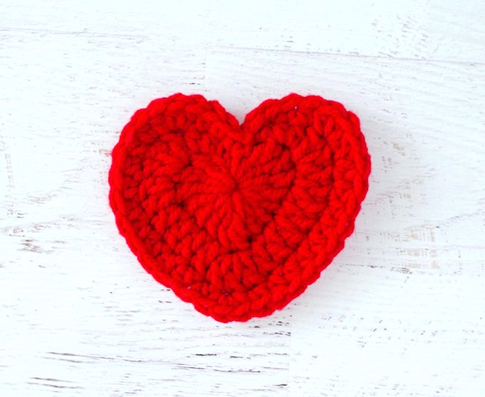 http://www.crochet365knittoo.com/crochet-heart-pattern/