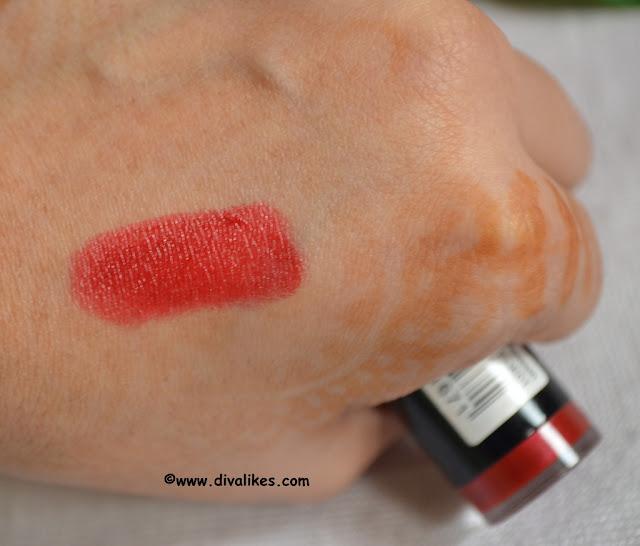 Makeup Revolution Amazing Lipstick Passion Swatch