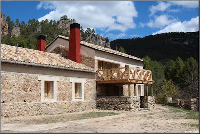 El albergue de Tejadillos después del incendio de 2006, tras su reconstrucción