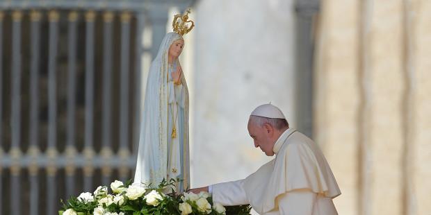 Resultado de imagem para Papa encontra Lucas e leva ao altar pastores de Fátima - diario de pernambuco