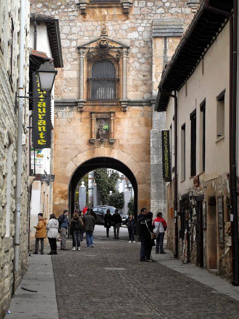 Calle de Covarrubias, pueblo de Burgos