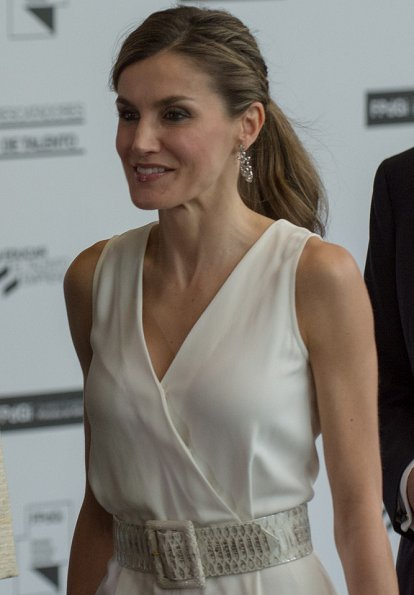 Queen Letizia wore Massimo Dutti White Jumpsuit and Magrit Sandals, carried Magrit clutch bag, coolook earrings