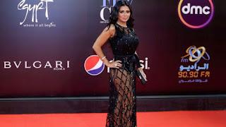 فيديو رانيا يوسف بعد أزمة الفستان الفاضح في حفل مهرجان القاهرة السينمائي : قماشة بطانة الفستان خفيفة والفستان ثقيل