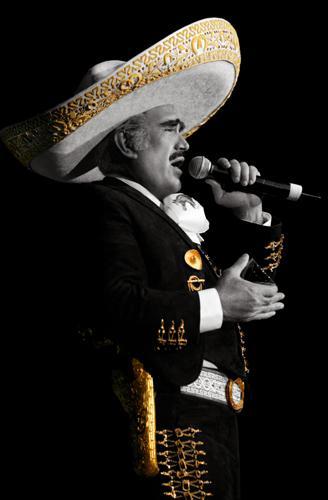 Foto de Vicente Fernández cantando en concierto