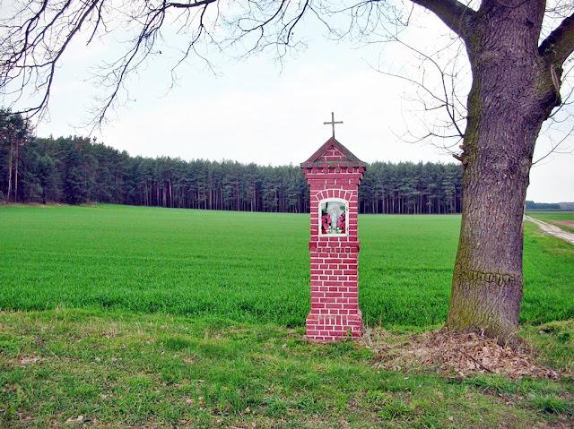 kapliczka, przy drodze, obiekt sakralny