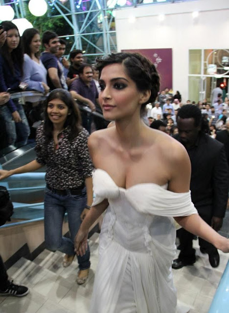 sonam kapoor hot photos in white dress